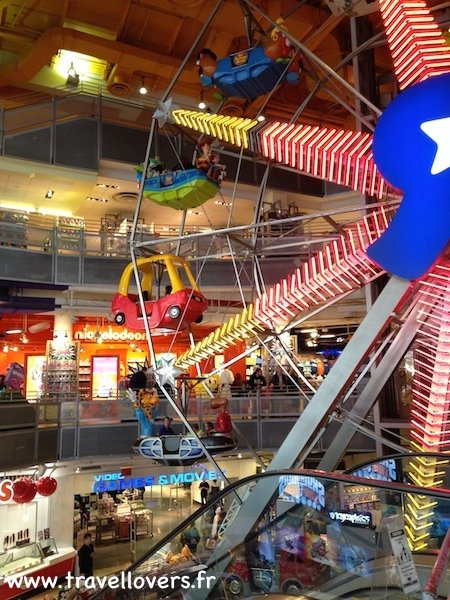 roue-toys-r-us-times-square