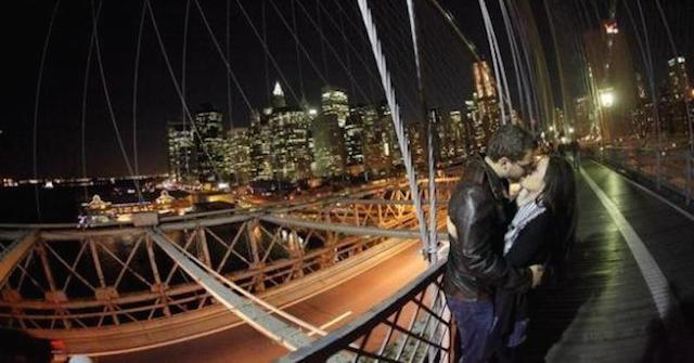 couple-brooklyn-bridge